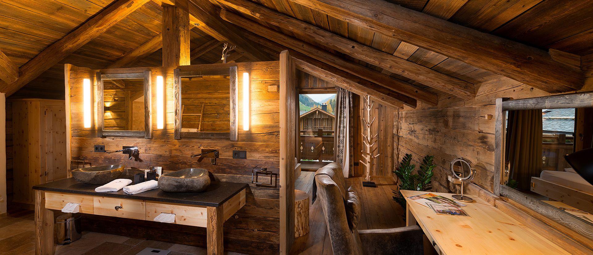 Ein großes Badezimmer wartet in Ihrem Luxus-Chalet