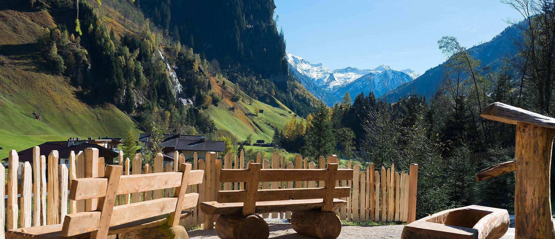 Genießen Sie den Ausblick in die Berge in Ihrem Sommerurlaub in Österreich