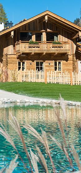 Chalet Frontansicht mit Teich